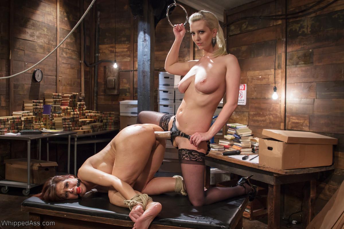 Страстная брюнетка даёт во все щели порно фото бесплатно